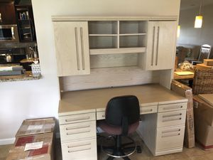 Desk with Hutch for Sale in Sunrise, FL
