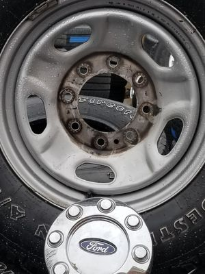 Set of 4used tires and wheels 8 lugs size 17 fit ford f250 for Sale in Nashville, TN