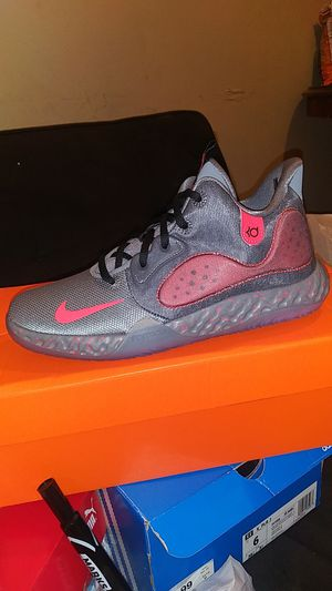 NikeIKE KD TREY 5 V11 (S) for Sale in Bell Gardens, CA