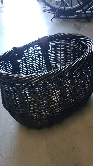 Cute new willow wicket front handlebar bike bicycle beach cruiser basket for Sale in Long Beach, CA