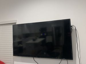 Samsung smart tv 50 inches with a mount for Sale in Los Angeles, CA