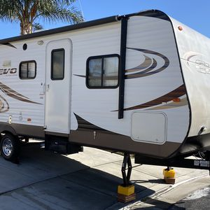 2014 FOREST RIVER STEALTH EVO T2550 Triple Bunkhouse Travel Trailer Serviced and Ready To Go Camping for Sale in Corona, CA