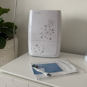 White humidifier purifier room air for Sale in Bellevue, WA
