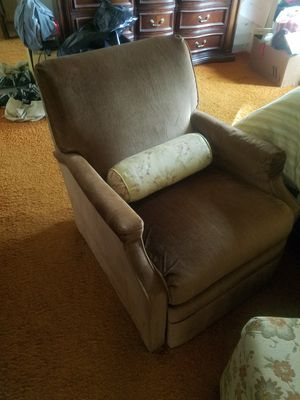 Recliner chair; Ottoman that matches bedspread, pillows and sheets for Sale in Washington, DC