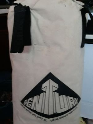 HEAVY BAG.. KICK BOXING...NEEDS A BEATING!!! PUNCH ME KICK ME BITE ME for Sale in Gahanna, OH