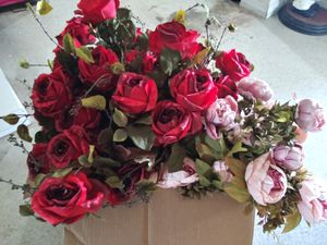 Box of flowers for Sale in Lakeland, FL