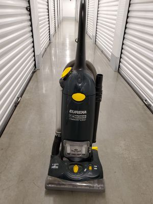 FREE: Hoover upright vacuum for Sale in Everett, WA