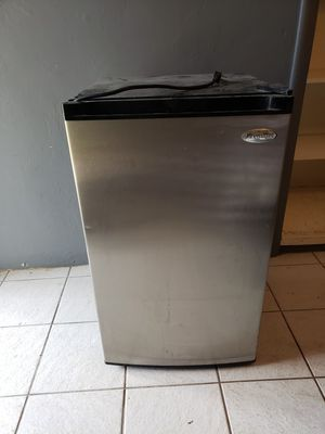 Upright small freezer for Sale in Miami, FL