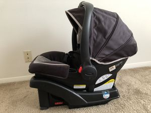 Graco SNUGRIDE 35 Click Connect Infant Car Seat for Sale in Evansville, IN