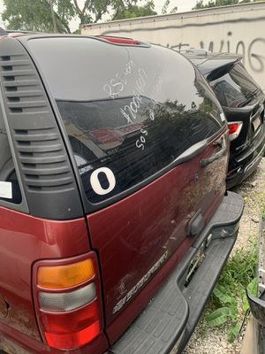 2002 Chevy suburban for parts only for Sale in Chicago, IL