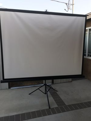 100 inch screen projector with tripod for Sale in Covina, CA