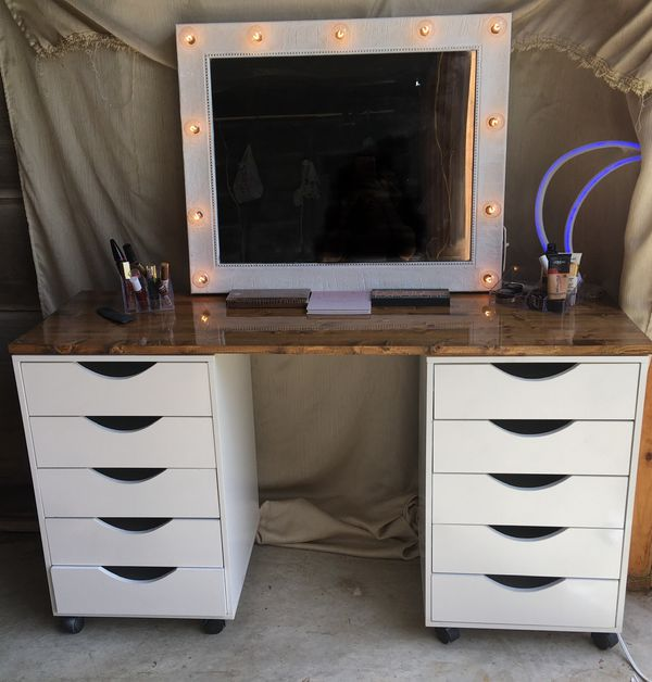 Hollywood style lighted makeup Vanity set with wooden top