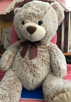 Giant teddy bear for Sale in Wauconda, IL