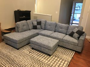 New gray linen sectional couch with storage ottoman for Sale in Renton, WA