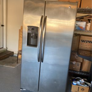 GE Refrigerator Side By Side for Sale in West Columbia, SC
