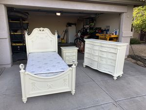 Great little girls bedroom set mattress has been slept on 2 times. for Sale in Cave Creek, AZ