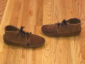 MINNETONKA LADIES SUPPLE BROWN SUEDE LEATHER ZIG ZAG FRINGE MOCCASIN BOOTS 7 for Sale in Puyallup, WA