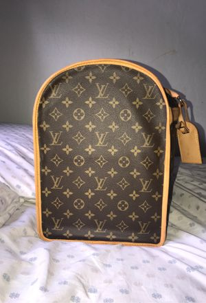 Authentic Louis Vuitton International / Dog Carrier Bag on the go for Sale in Palo Alto, CA