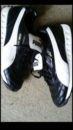 Size 10.5 mens like new pumas!! Black and white. $100 buyer must come to me for Sale in Washington, DC