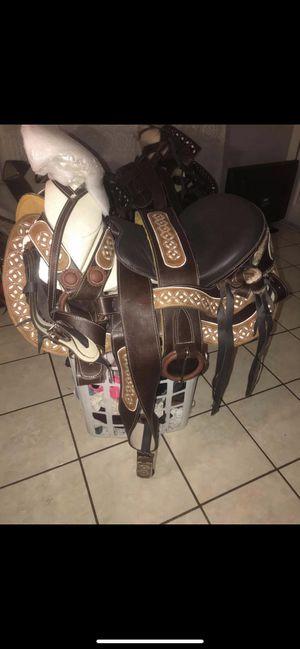 Montura nueva for Sale in Phoenix, AZ