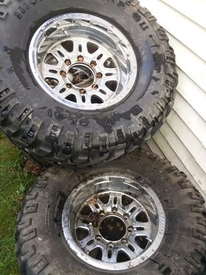 4 rims with tires 16inch for Sale in Des Plaines, IL