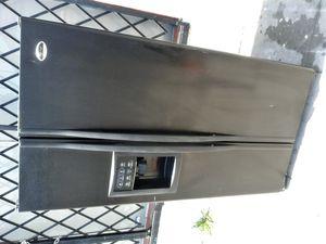 REFRIGERATOR GENERAL ELECTRIC COLOR BLACK PROFILE for Sale in Los Angeles, CA