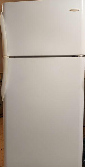 Frigidaire Gallery refrigerator for Sale in Dunnellon, FL