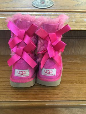 UGG Bailey Bow girl boots size USA 12 for Sale in Mount Vernon, WA