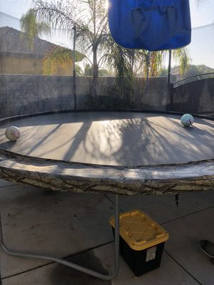 15 foot trampoline with basketball hoop, 6 mos old for Sale in Bakersfield, CA