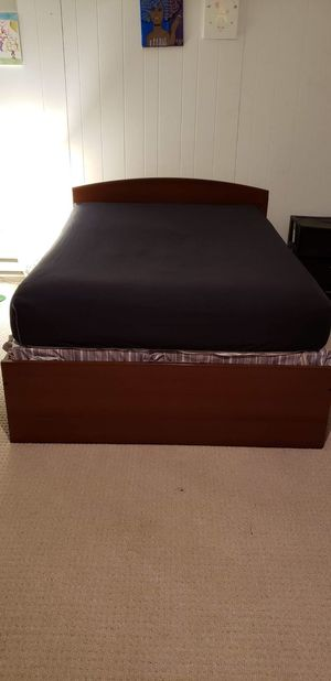 Full size platform bed with slats (mattress not included) for Sale in Richmond, VA
