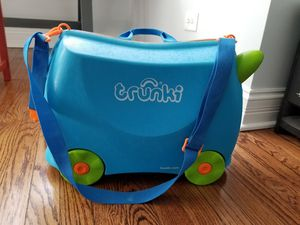 Melissa & Doug Trunki Ride-on Pull Along Children's Suitcase Carryon & Saddlebag for Sale in Chicago, IL