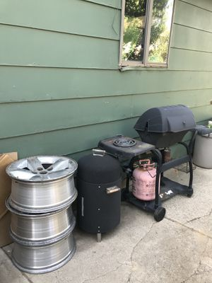 ••FREE•• grill, smoker, rims for Sale in Northglenn, CO