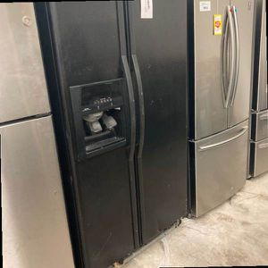 Whirlpool Refrigerator ED5VHGXMB1 V for Sale in Dallas, TX