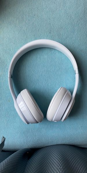 White Solo 3 Wireless Beats by Dre for Sale in Thornton, CO