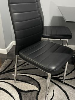 Table with 4 chair used for Sale in Sterling Heights,  MI