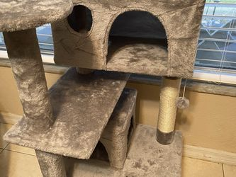 Cat Tower, About 5' for Sale in Brandon,  FL