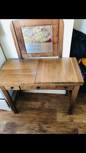 Makeup Wood Vanity for Sale in Chicago, IL