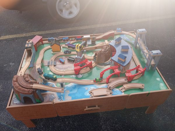 Wooden play table and tomhas the train set