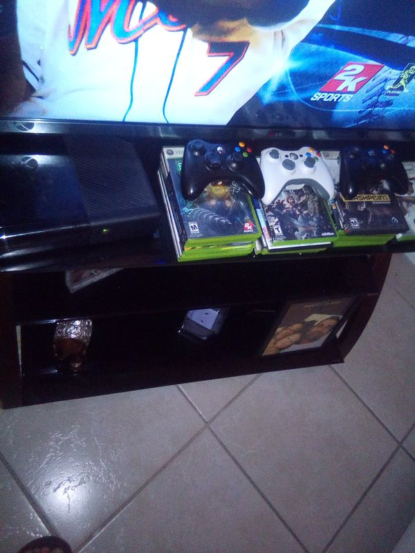 XBOX 360 WITH ALL GAMES AND 3CONTROL