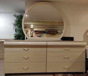 Beautiful bedroom set for Sale in Buffalo, NY