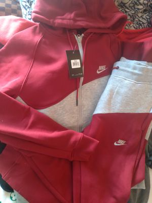Med Nike Sweatsuit for Sale in College Park, GA