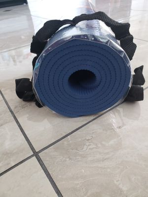 "$12 for 1 Thick cut 6mm Yoga Mat 27""x72"" for Sale in Alhambra, CA"