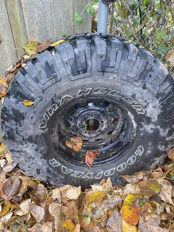 Jeep tire (1 only)