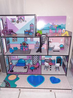 LOL doll house and dolls with accessories for Sale in Pompano Beach, FL