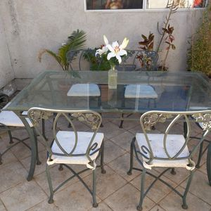 Beautiful Wrought Iron Glass Table.6 Chairs Outdoor /Indoor for Sale in Long Beach, CA