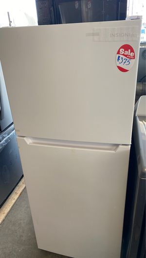 BRAND NEW INSIGNIA TOP FREEZER REFRIGERATOR for Sale in Fort Belvoir, VA