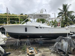 Lurhs 32 foot with 2 international 7.4 diesel motors are locked up for Sale in Miami, FL