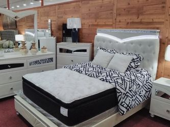 The Bella Queen Or King Bedroom Set. (Dresser,Mirror,Bed&Night Stand) for Sale in Columbus,  OH