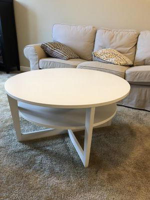 White coffee table in excellent condition for Sale in Tampa, FL