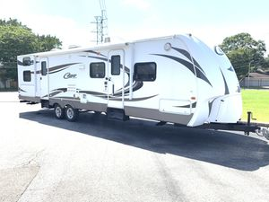 2012 Cougar X-Lite Series 31SQB. 35FT 2 Slide Outs Sleep 11 2 bedroom Lite Weight Travel Trailer w/Rear Bunkhouse, Club Couch w/Bunk Above, Set for Sale in Booth, TX